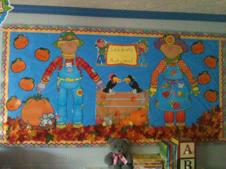 Celebrate-Autumn-Bulletin-Board-Idea