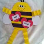 kids-Valentines-Day-Be-Mine-bee-card-373x500