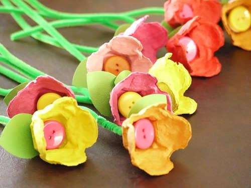Flori din cartoane de ouă