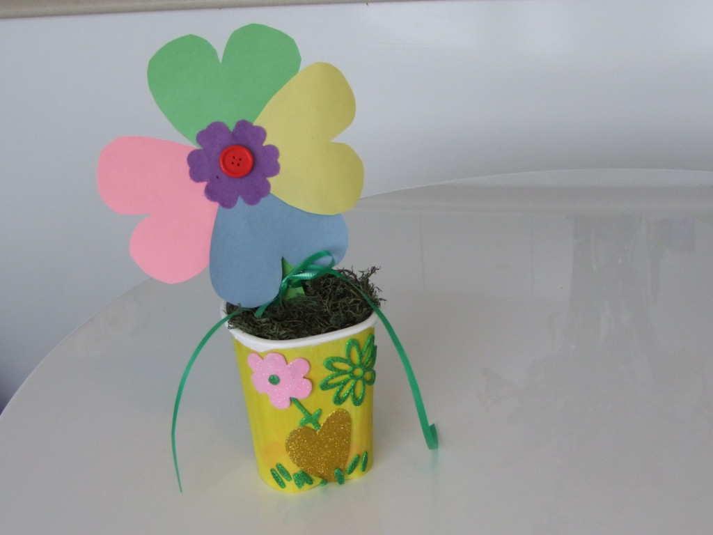 Flori din carton colorat